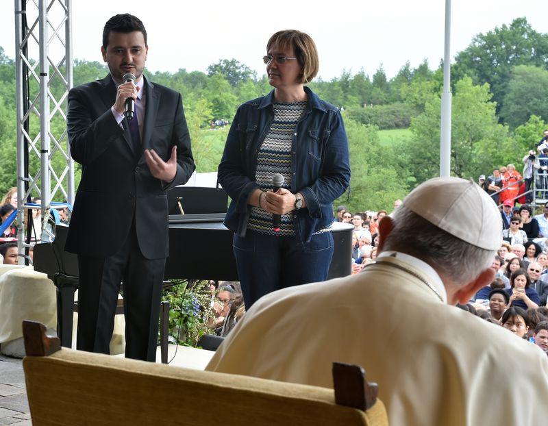papa Francesco_Javier e Paola